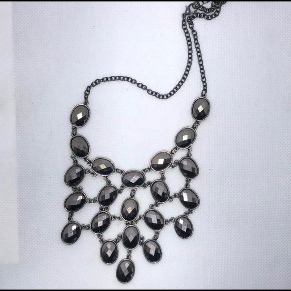 NWOT- Gun Metal Gray Geometric Bubble Necklace